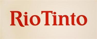 Логотип Rio Tinto, сфотографированный во время пресс-конференции в Сиднее, 29 ноября 2012 года. Горнорудный гигант Rio Tinto Ltd ожидает, что замедление роста спроса на сталь в Китае и увеличение поставок железной руды окажут давление на цену сырья во втором полугодии. REUTERS/Tim Wimborne
