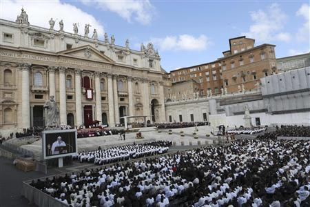 Crowds fill Saint Peter's Square for the inaugural mass of Pope Francis at the Vatican, March 19, 2013. REUTERS/Alessandro Bianchi