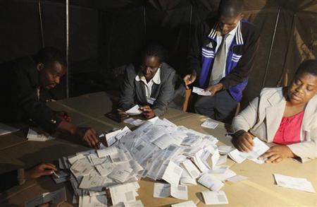 Zimbabwean election officials count ballot papers after the close of voting on a referendum in Harare, March 16, 2013. REUTERS/Philimon Bulawayo