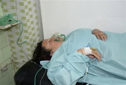 A woman, affected in what the government said was a chemical weapons attack, breathes through an oxygen mask as she is treated at a hospital in the Syrian city of Aleppo March 19, 2013. REUTERS/George Ourfalian