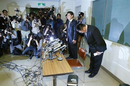 Japanese women's Judo coach Ryuji Sonoda (R) bows at a news conference in Tokyo, in this photo taken by Kyodo January 31, 2013. REUTERS/Kyodo