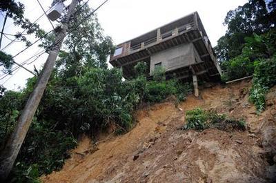 Landslides in Rio mountains kill 24