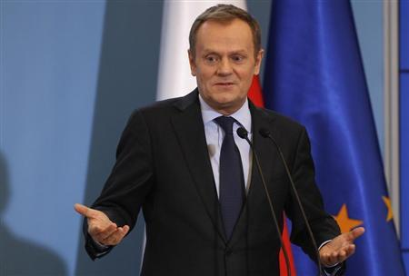 Poland's Prime Minister Donald Tusk gestures as he speaks to media during news conference at Prime Ministers Chancellery in Warsaw February 20, 2013. REUTERS/Peter Andrews