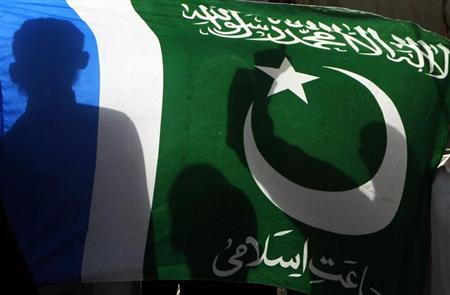 Supporters of the political and religious party Jamat-e-Islami hold the party flag as they take part in a rally to mark Kashmir Solidarity Day in Karachi February 5, 2013. REUTERS/Athar Hussain
