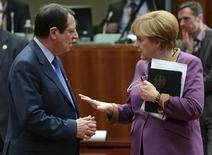 Президент Кипра Никос Анастасиадис и канцлер Германии Ангела Меркель на саммите ЕС в Брюсселе 15 марта 2013 года. Европа может позволить себе жёсткость к Кипру, считает колумнист Reuters Breakingviews Пьер Бриансон. REUTERS/Laurent Dubrule