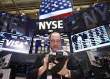 Wall Street a ouvert en hausse mercredi, l'attention des investisseurs s'étant reportée de la situation financière incertaine de Chypre aux déclarations du comité de politique monétaire de la Fed (FOMC) attendues dans la journée. L'indice Dow Jones gagne 0,52% dans les premiers échanges. Le Standard & Poor's 500 progresse de 0,63% et le Nasdaq Composite prend 0,69%. /Photo prise le 19 mars 2013/REUTERS/Brendan McDermid