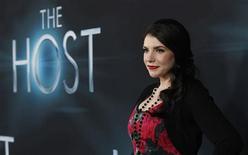 """Autora e produtora Stephanie Meyer posa na estreia de """"A Hospedeira"""", em Hollywood. 19/03/2013 REUTERS/Mario Anzuoni"""