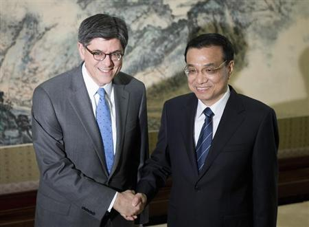 U.S. Treasury Secretary Jacob Lew (L) and Chinese Premier Li Keqiang pose for photographs before adjourning to their meeting at the Zhongnanhai diplomatic compound in Beijing March 20, 2013. REUTERS/Andy Wong/Pool