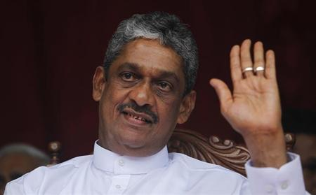 Former army chief and defeated presidential candidate Sarath Fonseka waves at his supporters during a political rally in Colombo October 18, 2012. REUTERS/Dinuka Liyanawatte/Files