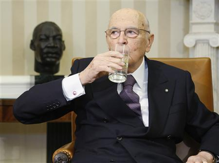 President Giorgio Napolitano of Italy takes a drink of water before a meeting with U.S. President Barack Obama in the Oval Office at the White House in Washington, February 15, 2013. REUTERS/Jonathan Ernst