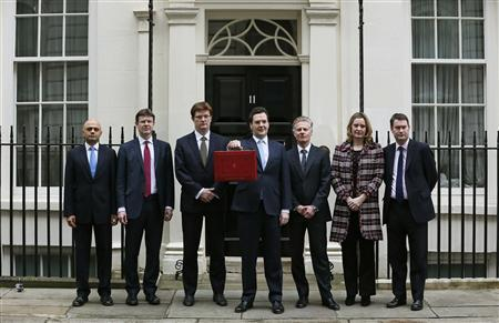 Britain's Chancellor of the Exchequer, George Osborne, holds up his budget case for the cameras as he stands with members of his Treasury team outside number 11 Downing Street, before delivering his budget to the House of Commons, in central London March 20, 2013. REUTERS/Stefan Wermuth