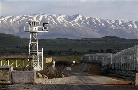A United Nations peacekeeper stands on an observation tower at the Kuneitra border crossing between Israel and Syria, in the Israeli occupied Golan Heights March 8, 2013. REUTERS/Baz Ratner