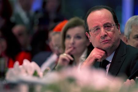 France's President Francois Hollande (R) and his companion Valerie Trierweiler (C) attend the annual Representative Council of France's Jewish Associations (CRIF) dinner at the Pavillon d'Armenonville in Paris March 20, 2013. REUTERS/Joel Saget/Pool