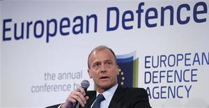Thomas Enders, le président exécutif du groupe aéronautique et de défense européen EADS, estime que la consolidation se poursuivra dans l'industrie de la défense. /Photo prise le 21 mars 2013/REUTERS/Francois Lenoir