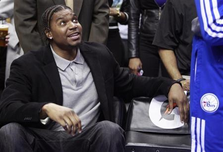 Injured Philadelphia 76ers center Andrew Bynum sits on the bench before the start of the Indiana Pacers versus the 76ers NBA basketball game in Philadelphia, Pennsylvania, March 16, 2013. REUTERS/Tim Shaffer