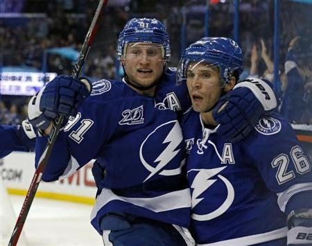 Tampa Bay Lightning's Steven Stamkos (L) celebrates his goal with teammate Martin St. Louis during the second period of their NHL hockey game against the Montreal Canadiens in Tampa, Florida, March 9, 2013. REUTERS/Mike Carlson