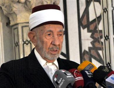 A file photo shows high-level cleric Mohammed al-Buti speaking at a mosque, in this handout photograph distributed by Syria's national news agency SANA on March 21, 2013. A blast at a mosque in central Damascus on Thursday killed Buti, state television said. Buti, believed to be in his 90s, was a staunch supporter of President Bashar al-Assad and the Imam of Damascus's historic Ummayyad Mosque. REUTERS/SANA/Handout