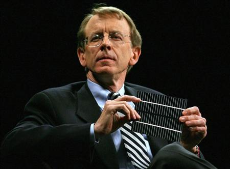 Venture capitalist John Doerr shows a flexible solar panel during a panel discussion at the 2006 TechNet Innovation Summit at the Stanford University Memorial Auditorium in Stanford, California, November 15, 2006. REUTERS/Dino Vournas
