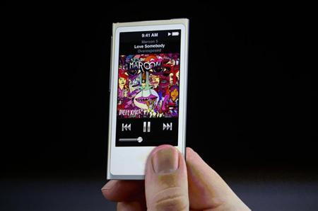 An iPod Nano is pictured in San Francisco, California September 12, 2012. REUTERS/Beck Diefenbach/Files