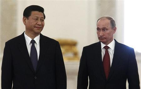 Chinese President Xi Jinping (L) looks at his Russian counterpart Vladimir Putin during their meeting at the Kremlin in Moscow March 22, 2013. REUTERS/Sergei Karpukhin