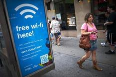 Gowex s'attend à ce que ses marges profitent de son activité rentable de gestion de services wifi gratuits en ville et espère signer plusieurs centaines de contrats avec des municipalités d'ici 2018. Gowex a notamment signé début mars l'un des plus gros contrats de son histoire avec la ville de New York, portant sur 2.000 points d'accès wifi. /Photo d'archives/REUTERS/Keith Bedford