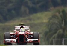 o piloto brasileiro de Fórmula Um da Ferrari Felipe Massa durante o terceiro treino do Grande Prêmio da Malásia no circuito de Sepang. 23/03/2013 REUTERS/Samsul Said