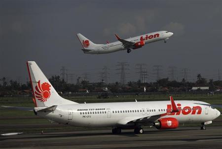 A Lion Air airplane takes off at Soekarno-Hatta airport in Jakarta March 18, 2013. REUTERS/Beawiharta