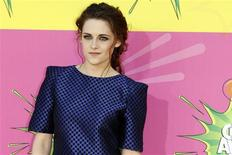 Actress Kristen Stewart arrives at the 2013 Kids Choice Awards in Los Angeles, California March 23, 2013. REUTERS/Patrick T. Fallon (UNITED STATES Tags: Entertainment)