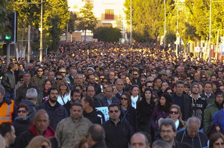 Thousands of bank employees march to the parliament during a protest in Nicosia March 23, 2013. REUTERS/Andreas Manolis