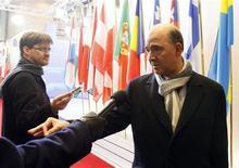 """Le ministre des Finances français Pierre Moscovici à son arrivée à Bruxelles. La tâche qui attend le président chypriote Nicos Anastasiades s'annonce """"très difficile"""" ce dimanche soir à Bruxelles lors de la réunion des ministres des Finances de l'Eurogroupe pour sauver son pays de la faillite. /Photo prise le 24 mars 2013/REUTERS/Sébastien Pirlet"""
