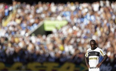 Clarence Seedorf of Botafogo looks on during their Guanabara Cup final soccer match against Vasco da Gama at Joao Havelange Olympic Stadium in Rio de Janeiro March 10, 2013. REUTERS/Ricardo Moraes