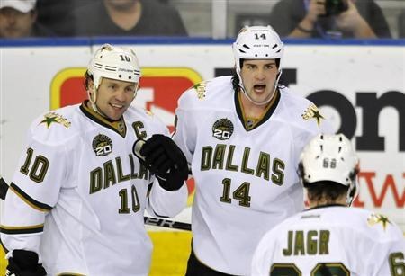 Dallas Stars' Brenden Morrow (L), Jamie Benn and Jaromir Jagr (R) celebrate a goal against the Edmonton Oilers during the second period of their NHL hockey game in Edmonton February 6, 2013. REUTERS/Dan Riedlhuber