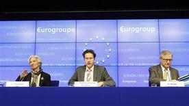 La directrice générale du FMI Christine Lagarde, le président de l'Eurogroupe Jeroen Dijsselbloem et le commissaire européen aux Affaires économiques et monétaires Olli Rehn (de gauche à droite), lundi à Bruxelles. Chypre, l'UE et le FMI ont trouvé lundi un accord de dernière minute qui impose la liquidation et la restructuration de la Popular Bank of Cyprus, deuxième banque de l'île, contre un plan d'aide de 10 milliards d'euros. /Photo prise le 25 mars 2013/REUTERS/Sébastien Pirlet