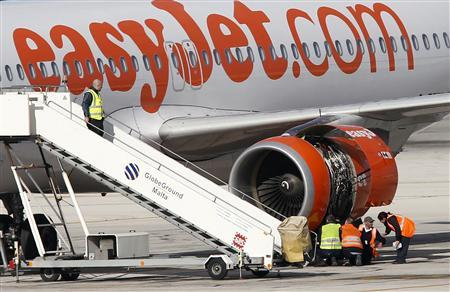 Aircraft technicians examine the engine of an EasyJet plane which suffered an engine failure six minutes into a flight to London Gatwick at Malta International Airport, outside Valletta, January 21, 2013. REUTERS/Darrin Zammit Lupi