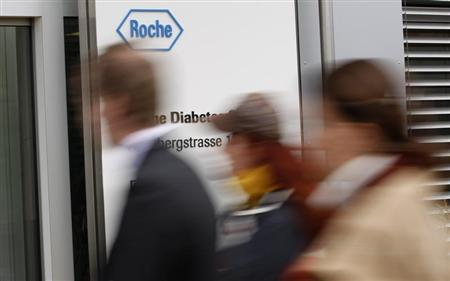 People enter a factory of Swiss drugmaker Roche in Burgdorf near Bern November 17, 2010. REUTERS/Pascal Lauener