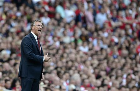 Southampton's manager Nigel Adkins shouts at his team as they take on Arsenal during their English Premier League soccer match at the Emirates Stadium in London September 15, 2012. REUTERS/Dylan Martinez