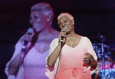 Dionne Warwick em apresentação durante o Jamaica Jazz and Blues Festival, na cidade jamaicana de Trelawny. A consagrada cantora, de 72 anos, apresentou um pedido de falência a um tribunal de Nova Jersey, citando dívidas fiscais que ela atribuiu a uma má gestão financeira, disse o agente dela. 26/01/2013.