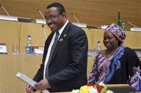 Ethiopian Prime Minister Hailemariam Desalegn (L) and Chairperson of the AU Commission Nkosazana Dlamini-Zuma leave the conference hall after the closing ceremony of the 20th Summit for the Africa Union in capital Addis Ababa January 28, 2013. REUTERS/Tiksa Negeri