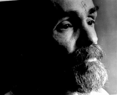 - PHOTO TAKEN 25AUG1989 - Charles Manson talks during an interview August 25, 1989. - RTXNIG9