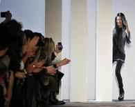 Designer Vera Wang greets the crowd following her Vera Wang Autumn/Winter 2013 collection during New York Fashion Week, February 12, 2013. REUTERS/Brendan McDermid