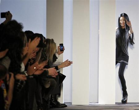 Designer Vera Wang greets the crowd following her Vera Wang Autumn/Winter 2013 collection during New York Fashion Week, February 12, 2013. REUTERS/Brendan McDermid/Files