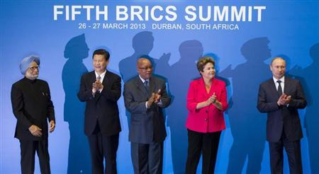 (L-R) Indian Prime Minister Manmohan Singh, Chinese President Xi Jinping, South African President Jacob Zuma, Brazilian President Dilma Rousseff and Russian President Vladimir Putin applaud at a family photo session during the fifth BRICS Summit in Durban, March 27, 2013. REUTERS/Rogan Ward