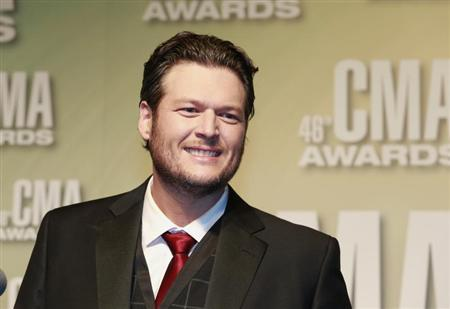 Blake Shelton speaks at the 46th Country Music Association Awards in Nashville, Tennessee, November 1, 2012. REUTERS/Eric Henderson