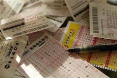 Des agents immobiliers de Floride qui s'étaient associés pour jouer à la loterie ont choisi de partager leur gain d'un million de dollars avec une nouvelle collègue n'ayant pas contribué à la mise initiale. /Photo d'archives/REUTERS/Gary Cameron