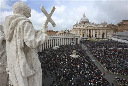 Pope Francis leads the Easter mass in St. Peter's Square at the Vatican March 31, 2013. REUTERS/Alessandro Bianchi