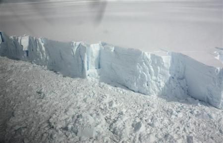 A 20 metre-high ice cliff forming the edge of the Wilkins Ice shelf on the Antarctic Peninsula is seen from a plane January 18, 2009. REUTERS/Alister Doyle