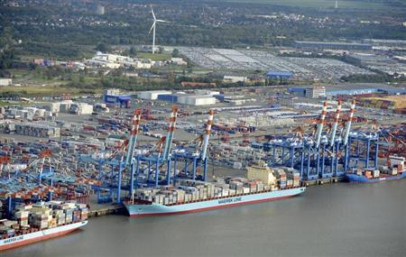 Shipping terminals and containers are pictured in the harbour of the northern German of Bremerhaven on the banks of the river Elbe, late October 8, 2012. REUTERS/Fabian Bimmer