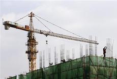 L'indice PMI officiel des directeurs d'achats du secteur manufacturier chinois a progressé en mars à son rythme le plus élevé en 11 mois, à 50,9, contre 50,1 en février, en retrait toutefois par rapport aux 52,0 attendus par les économistes. /Photo prise le 1er avril 2013/REUTERS/Kim Kyung-Hoon