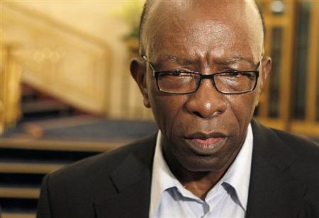 Suspended FIFA executive member Jack Warner talks to journalists at the lobby of a hotel in Zurich early May 30, 2011. REUTERS/Arnd Wiegmann