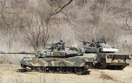 South Korean soldiers from an artillery unit participate in a military drill near the demilitarised zone separating North Korea from the South, in Paju, north of Seoul March 29, 2013. REUTERS/Lee Jae-Won